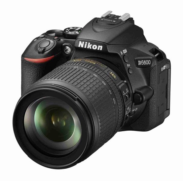 NIKON D5600 Black + 18-105 VR